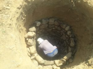 Bouw eerste toilet school